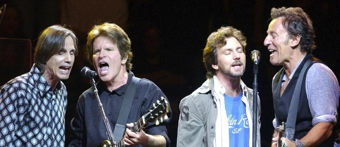 Plaat van de week: Bruce Springsteen & The E Street Band – (What's So Funny About) Peace, Love And Understanding met John Fogerty, Eddie Vedder en Jackson Browne