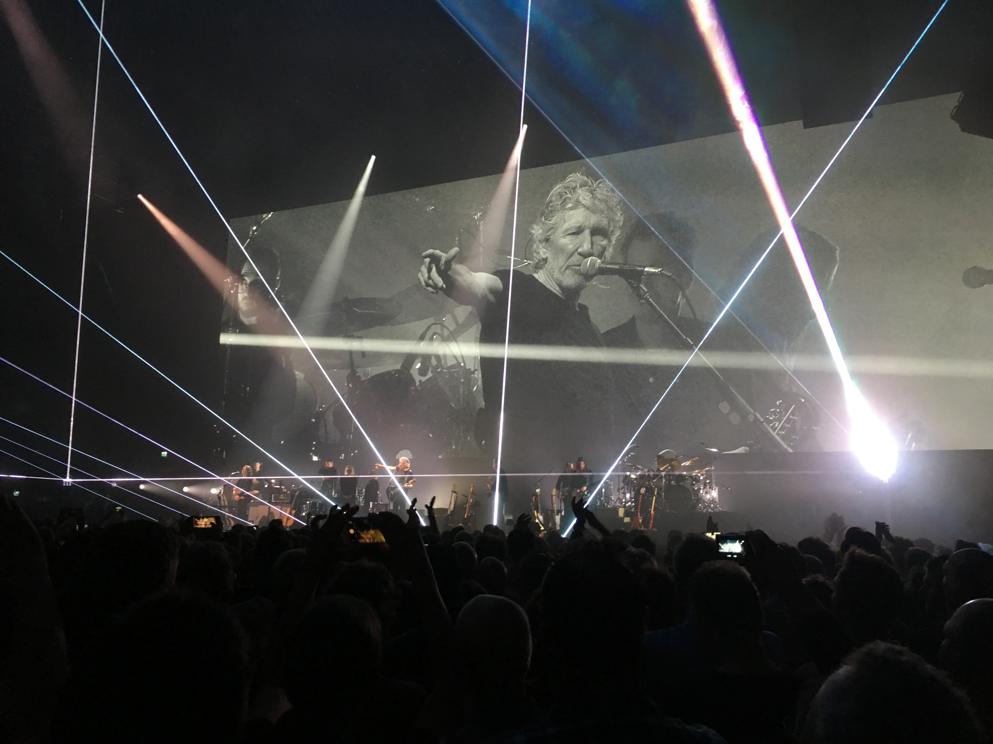 Concertreview: Hey you, Whitehouse Ha ha charade you are – Roger Waters