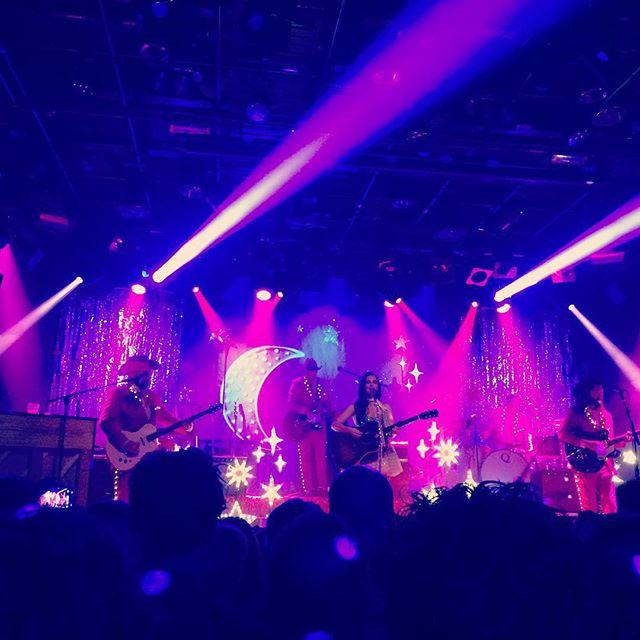 Wat een schitterend (ook letterlijk) concert van @spaceykacey gisteravond!! #kaceymusgraves #melkweg #amsterdam