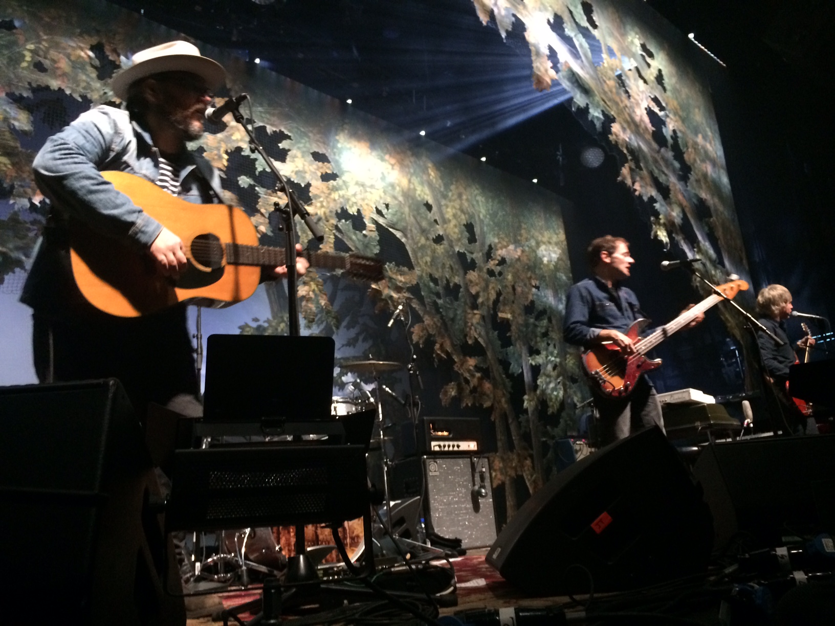 """Concertreview: """"Don't tell me that you don't have your own Trumps; I know you do!"""" – Jeff Tweedy, Wilco"""