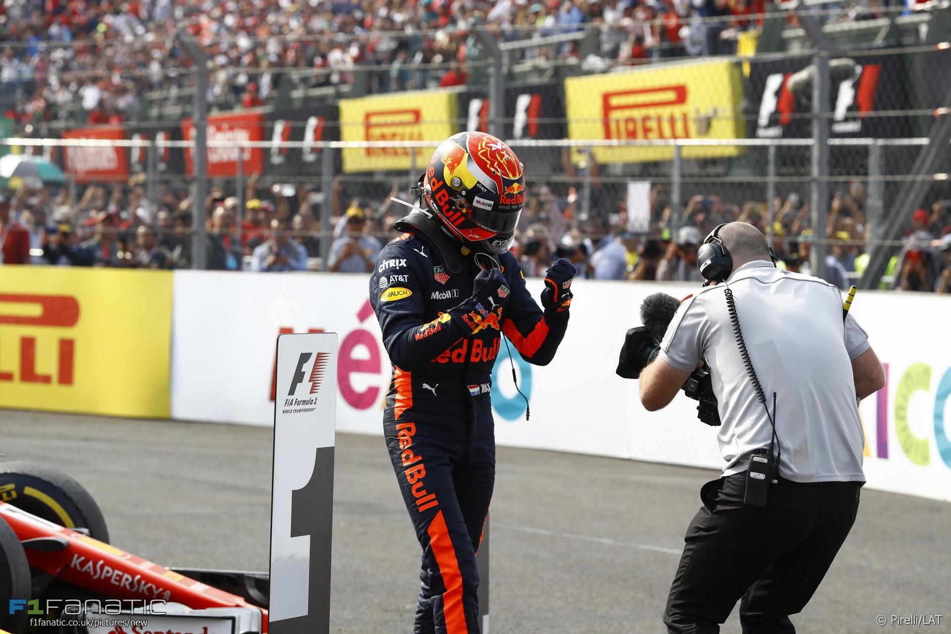 En dat is nummer 3! Voor Verstappen, oppermachtig vandaag! En Lewis Hamilton wereldkampioen der coureurs 2017! Prachtig! #maxverstappen #f1 #mexicangp2017 #lewishamilton