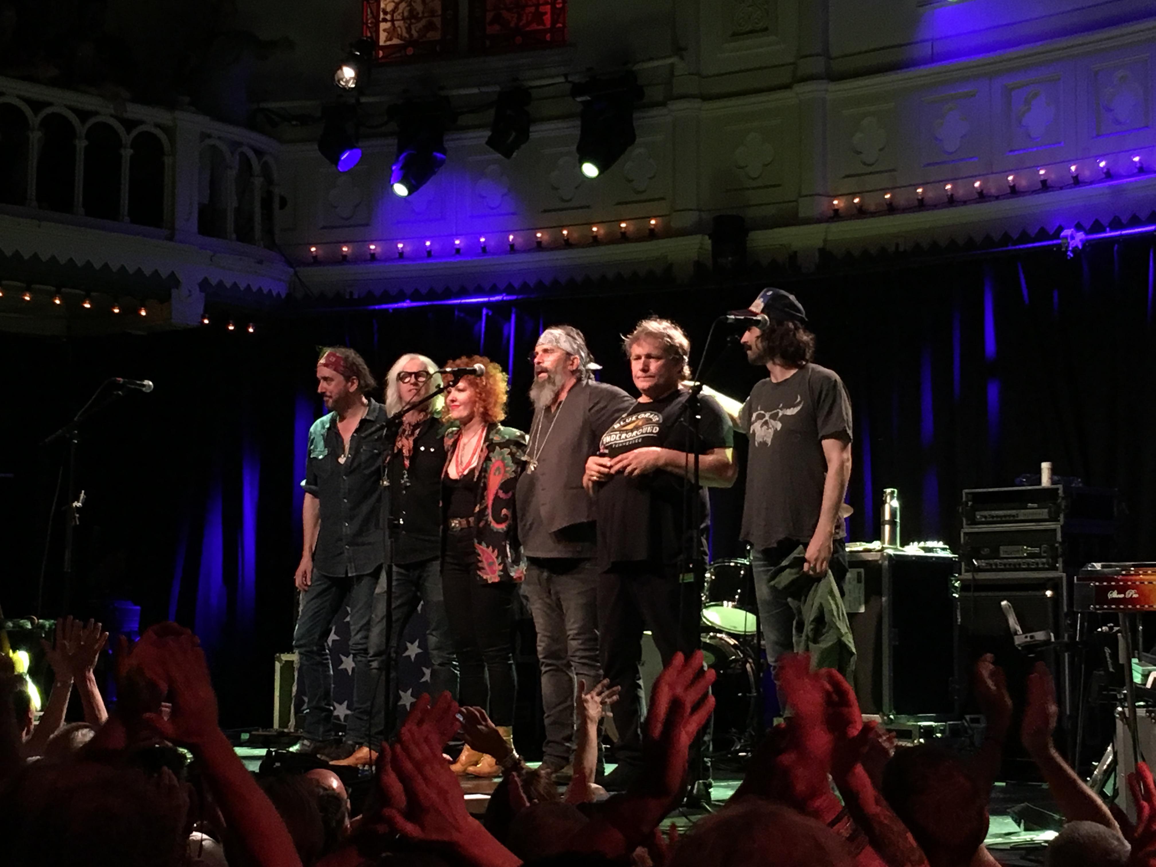 Plaat van de week: Steve Earle & The Dukes – Christmas In Washington